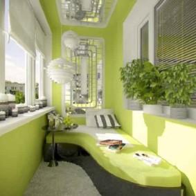 Peindre les murs de la loggia en couleur vert clair