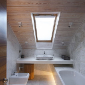 Combinaison de salle de bain étroite