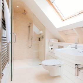 Finition rose de la salle de bain combinée