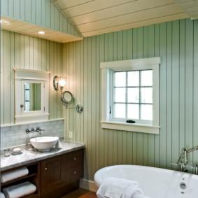 Doublure colorée à l'intérieur de la salle de bain