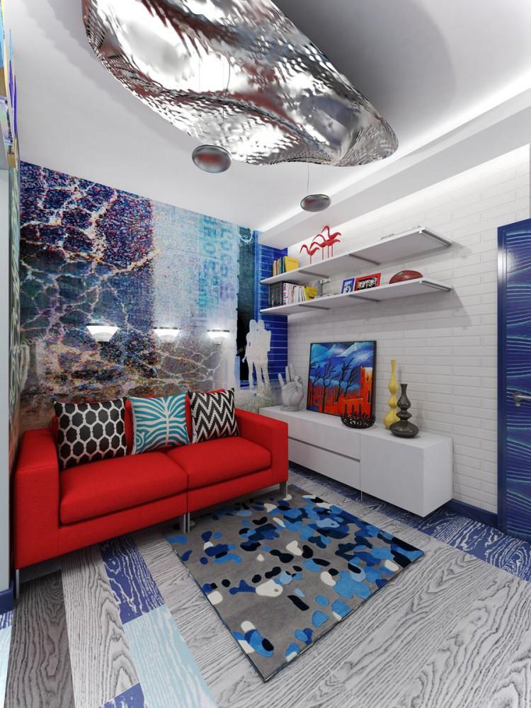 Canapé rouge dans le salon de l'appartement