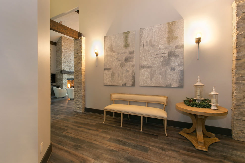 pierre décorative à l'intérieur du couloir