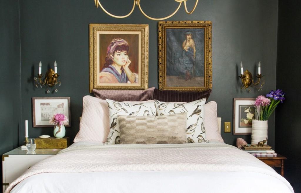 Décoration murale sur le lit avec des peintures avec des portraits