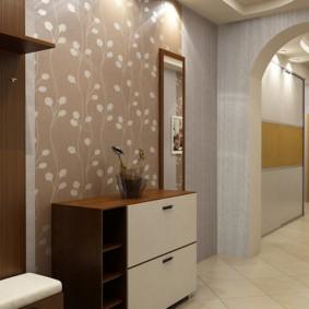 papier peint combiné dans le couloir de l'appartement photo