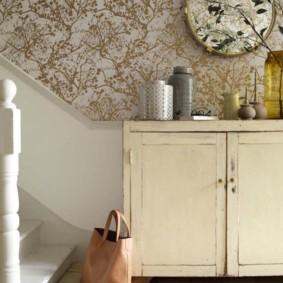 papier peint combiné dans le couloir des idées d'appartement