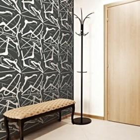 papier peint combiné dans le couloir de l'appartement sortes d'idées