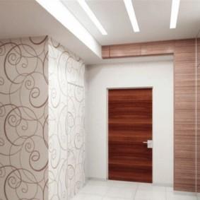 papier peint combiné dans le couloir des types de décoration de l'appartement