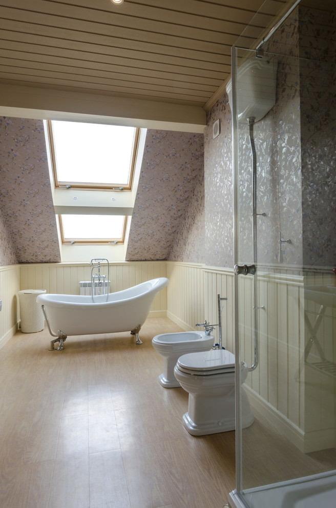 Papier peint à l'intérieur de la salle de bain