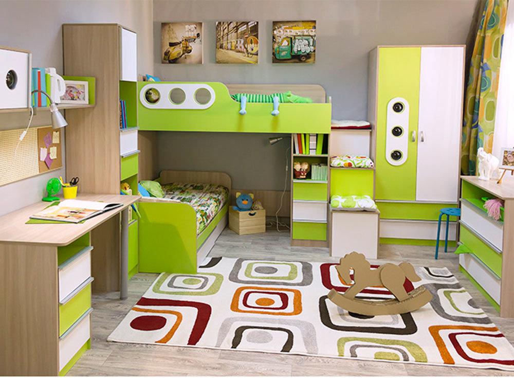 Meubles d'armoire dans une chambre d'enfant