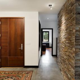 papier peint et pierre décorative à l'intérieur des idées de couloir