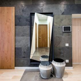 papier peint et pierre décorative à l'intérieur de la conception du couloir
