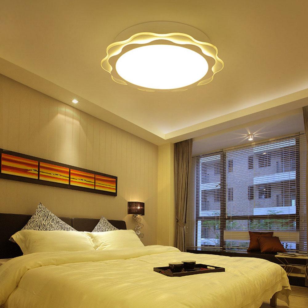 Éclairage dans la chambre avec un poste de travail de fenêtre