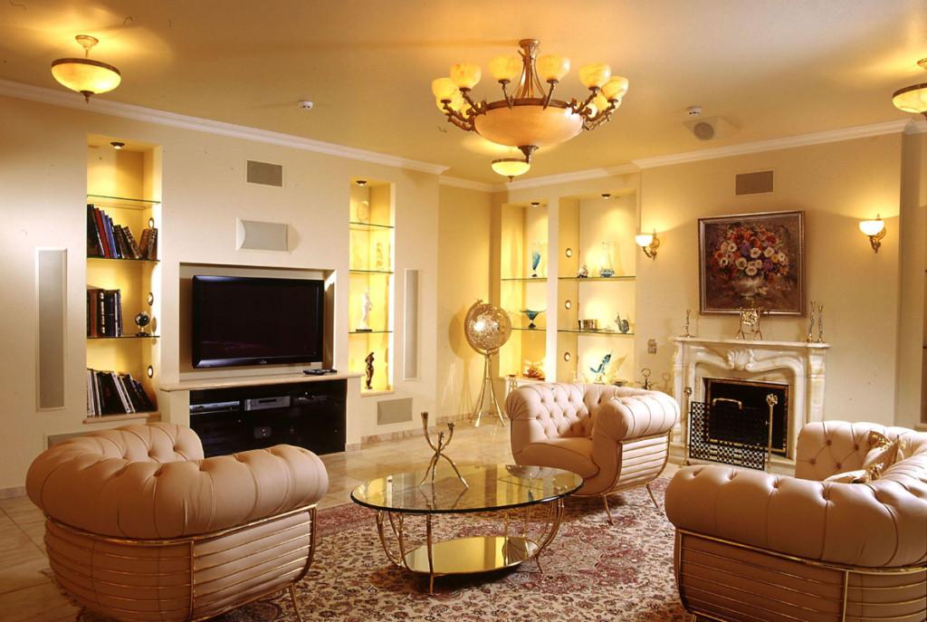 Un exemple d'éclairage de haute qualité d'un salon dans un appartement