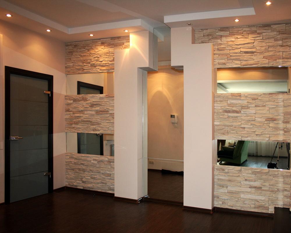 décoration du couloir avec pierre décorative et papier peint