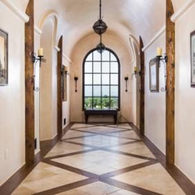 couloir de décoration de carrelage