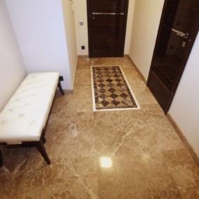 carreaux de sol dans les idées intérieures de couloir