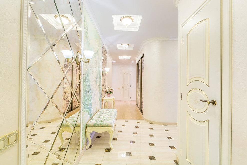 carreaux de sol dans le couloir classique