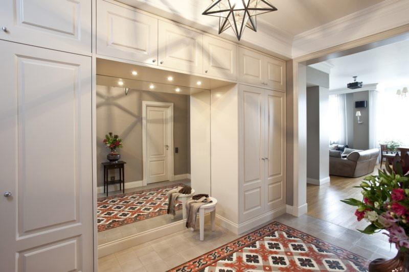 carreaux de sol dans le couloir avec un motif