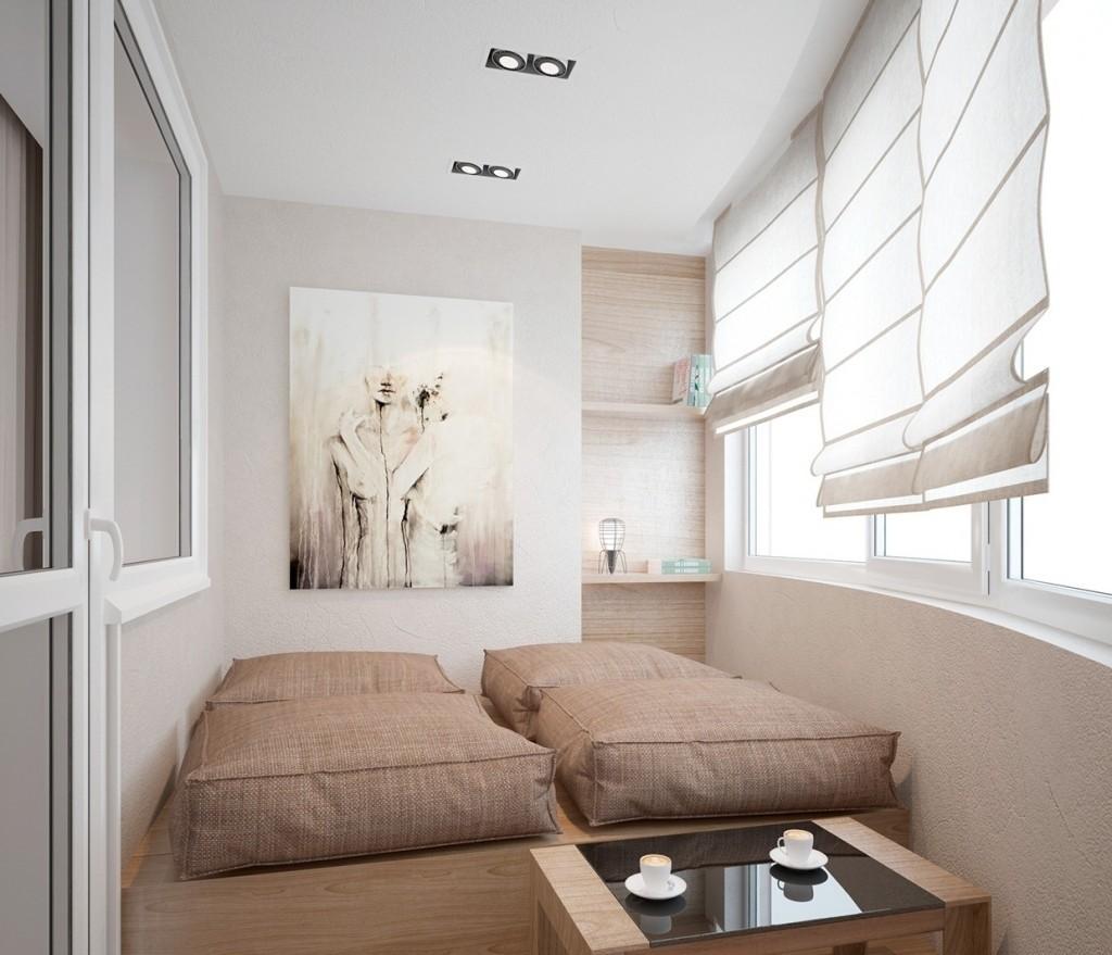 Endroit confortable pour dormir sur la loggia de la maison en panneaux