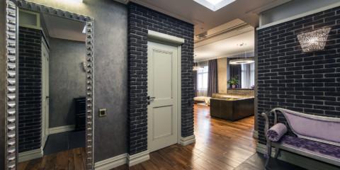 combinaison de carrelage et de stratifié dans la conception photo du couloir