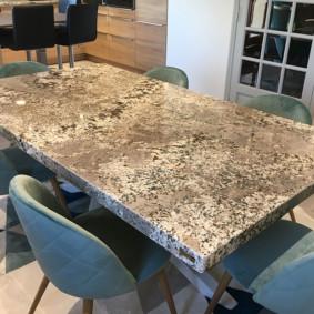 table d'aggloméré dans la cuisine