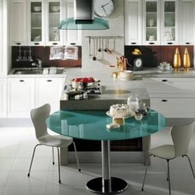 table sur une jambe pour la photo de décor de cuisine