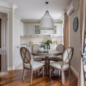 table sur une jambe pour la décoration photo de la cuisine