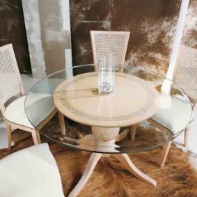 table sur une jambe pour les types de décoration de cuisine