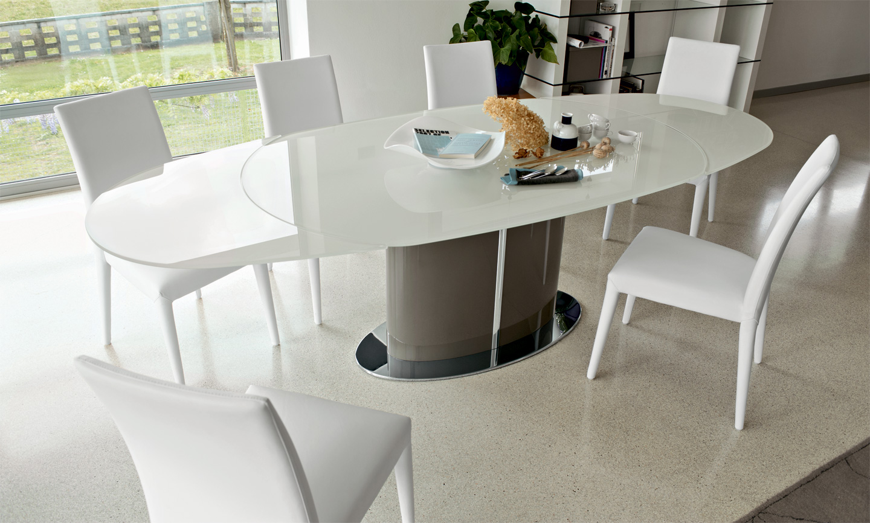 table sur une jambe pour le minimalisme de la cuisine