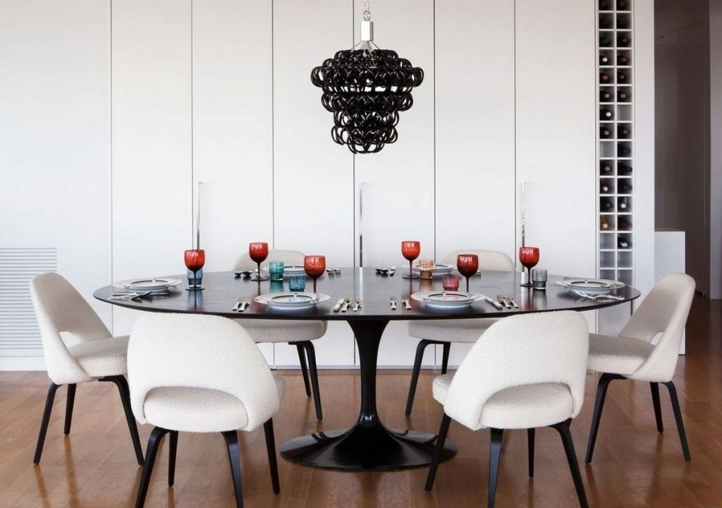 table sur un pied pour la cuisine ovale