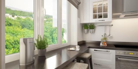 comptoir au lieu du rebord de la fenêtre dans le coin cuisine