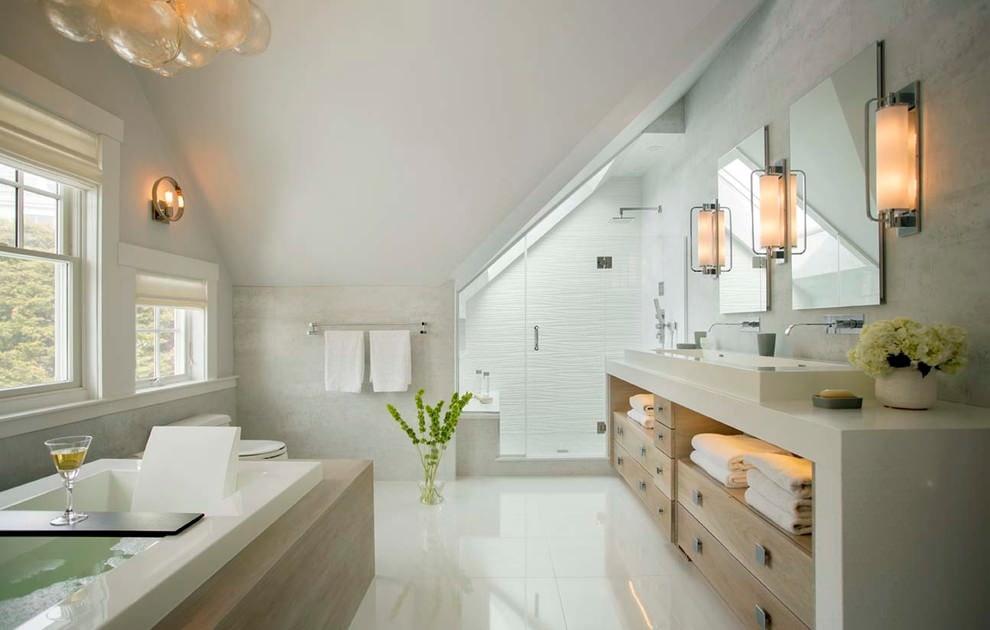 Éclairage de salle de bain mansardé