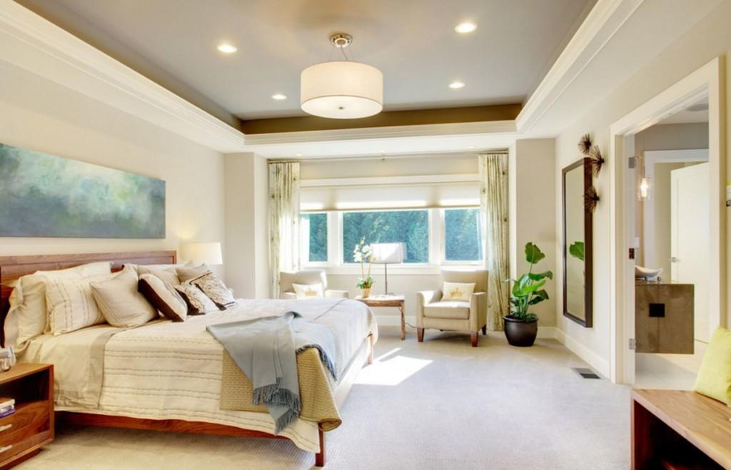 Chambre d'une maison privée avec photo au dessus du lit