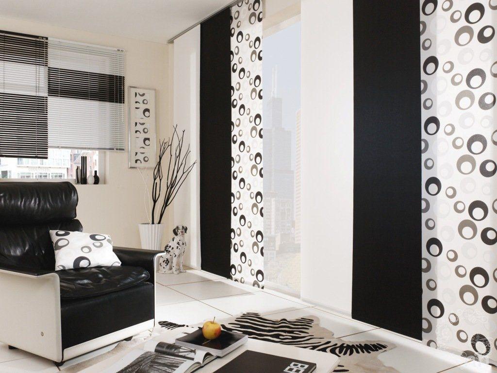 Rideaux noirs et blancs de style japonais dans le salon