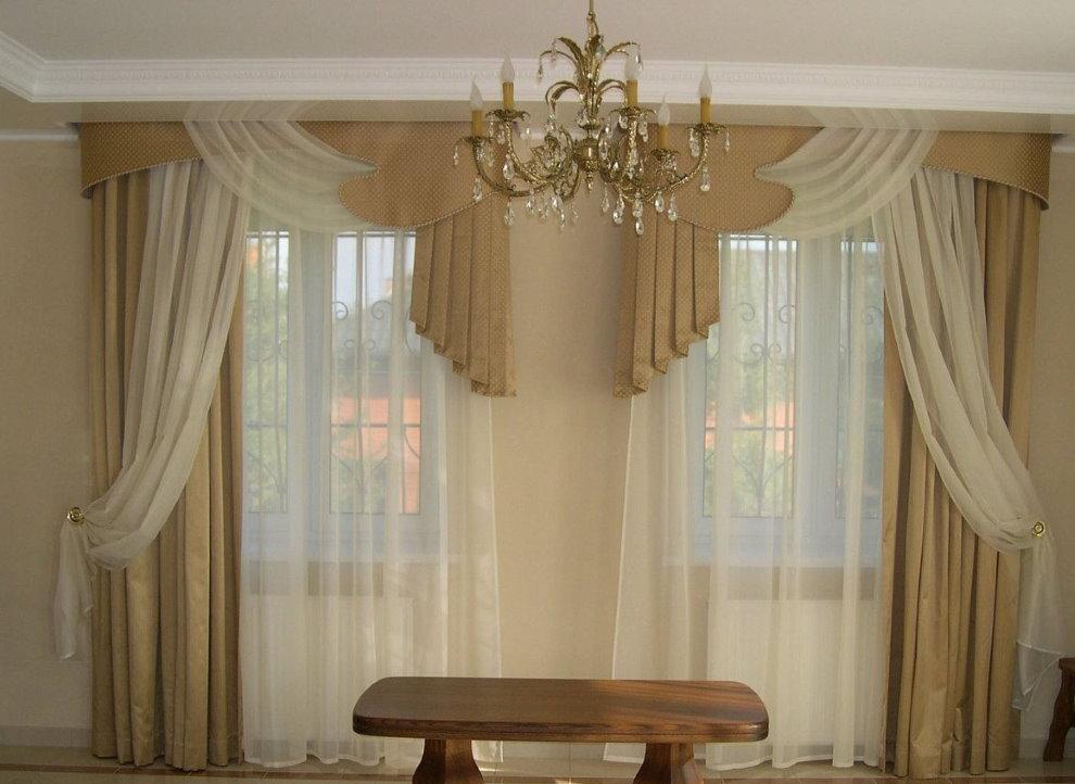 Rèm cửa bất đối xứng cho cửa sổ phòng khách