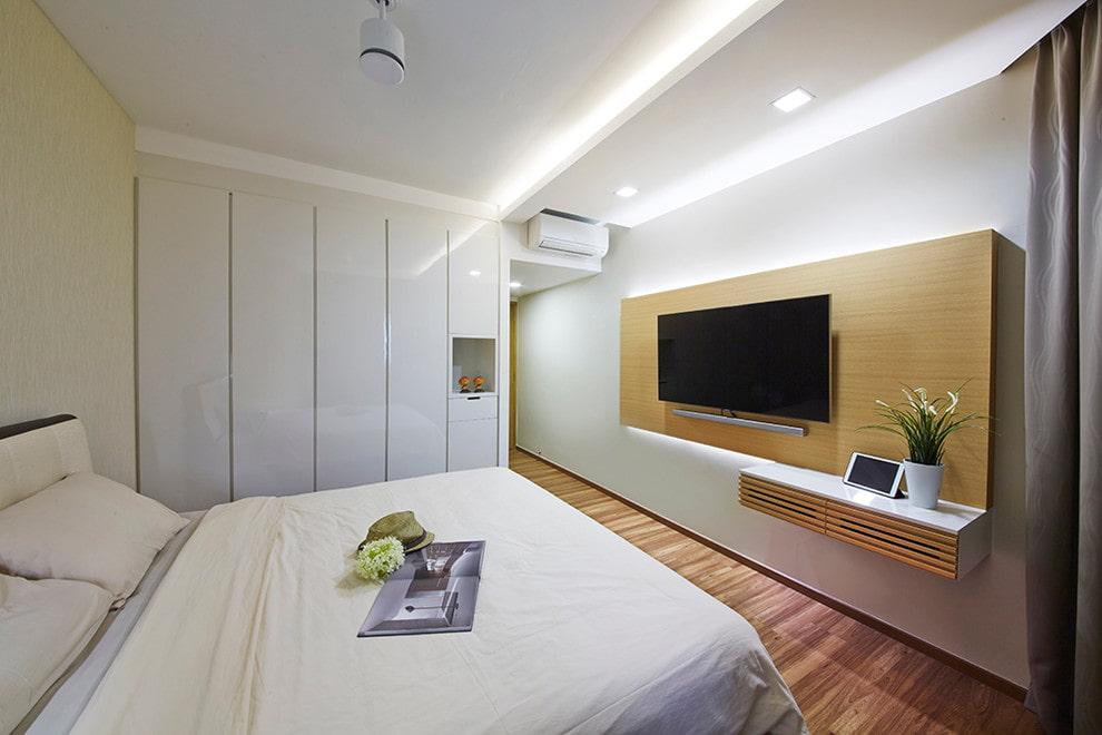 Chambre minimaliste avec TV
