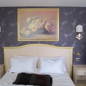 appliques dans la chambre au-dessus des types de lit de conception