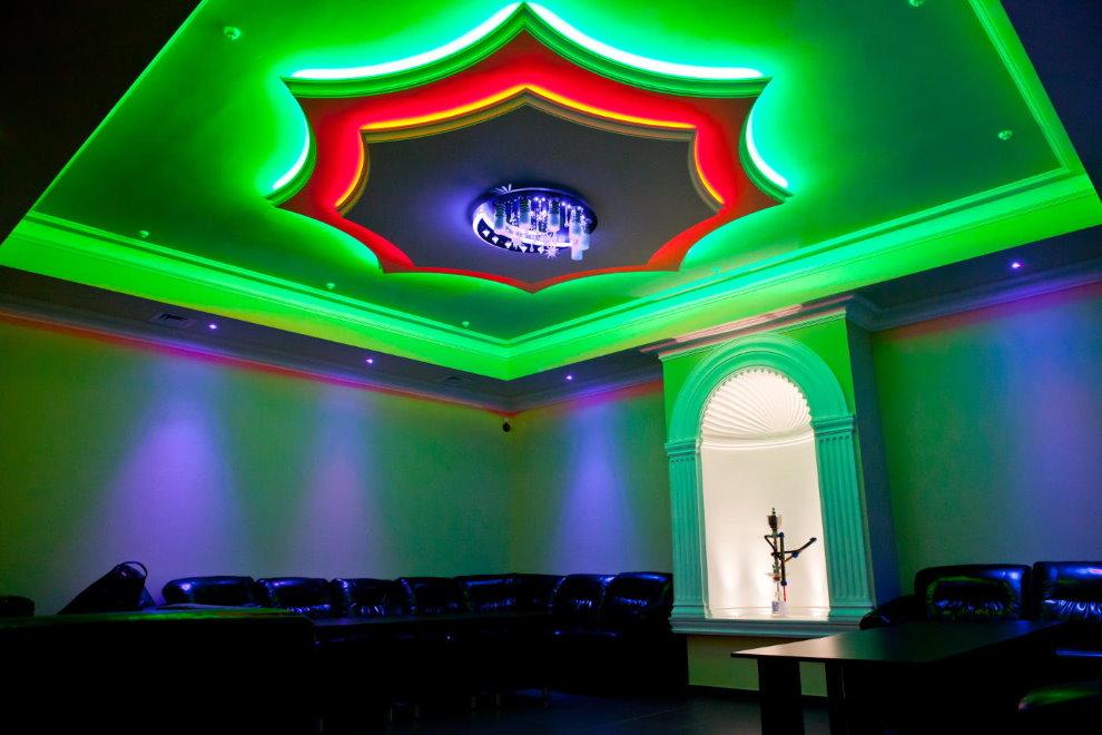 Illumination en couleur du tissu extensible dans le hall