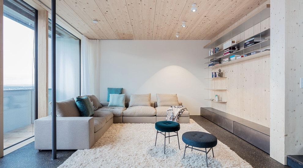 canapé d'angle dans le salon de style scandinave