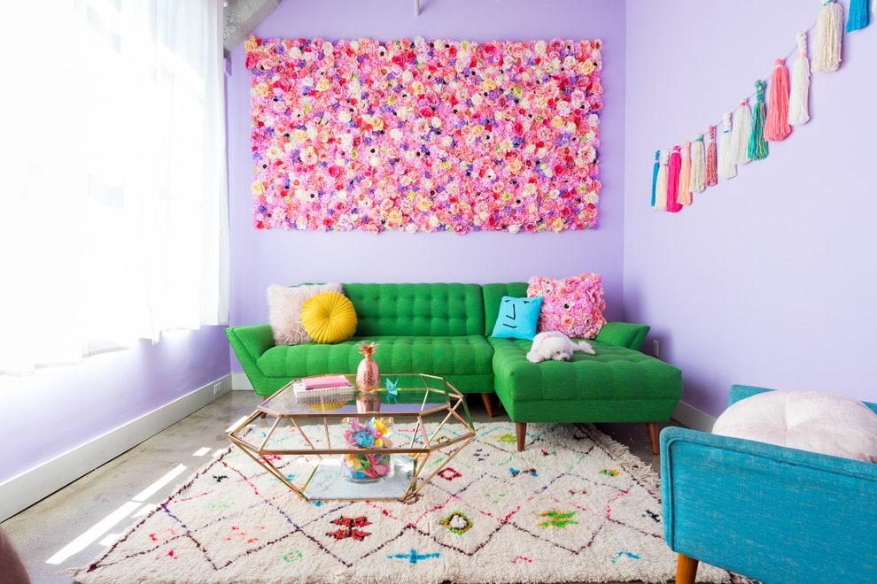 canapé d'angle vert dans le salon