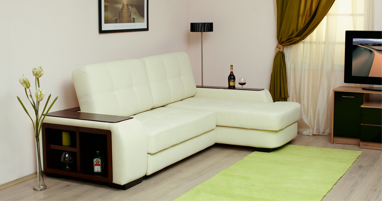 petit canapé d'angle dans le salon