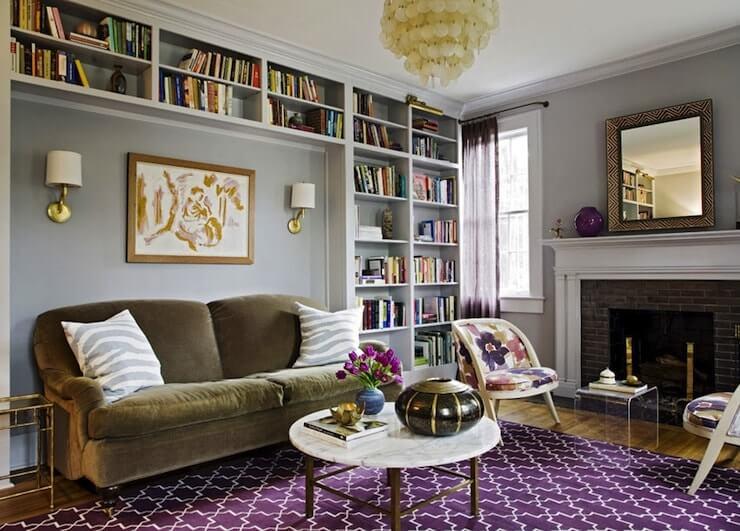 Salon confortable dans un style éclectique