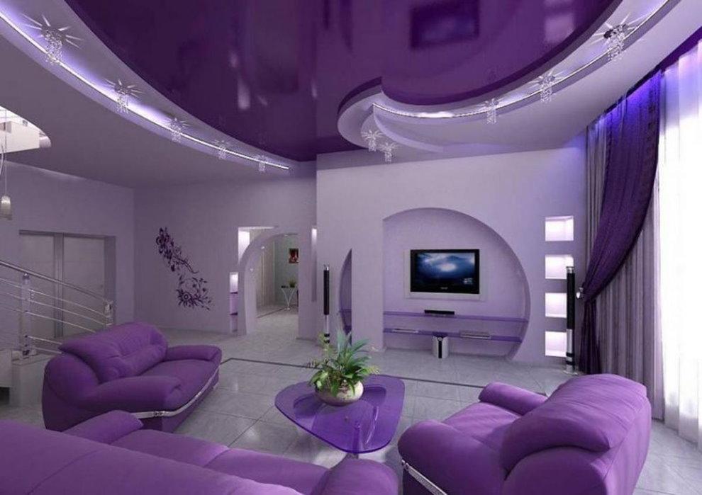 Plafond violet de la salle dans un style moderne