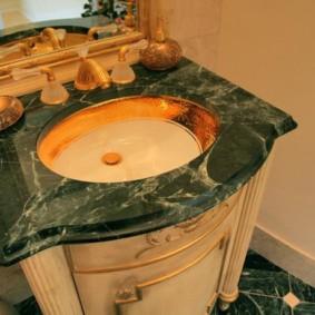 Đầu đá cẩm thạch cổ điển trong bồn tắm phong cách cổ điển