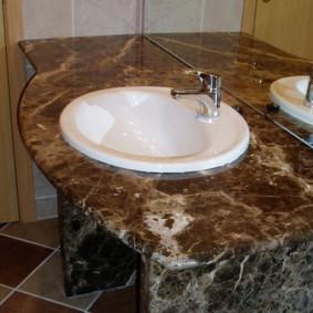 Bồn rửa nhỏ màu trắng