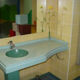 Mặt bàn treo trong phòng tắm nhà bảng