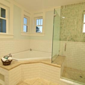 Cloison vitrée entre baignoire et douche