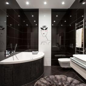 Couleur noire à l'intérieur de la salle de bain