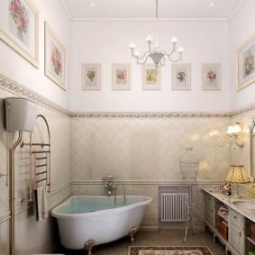 Intérieur de salle de bain haut plafond