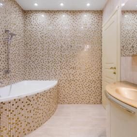 Carreaux de céramique fine dans la salle de bain